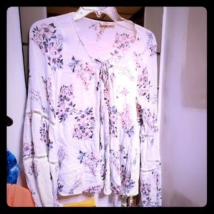 Hollister Womans Very Beautiful BOHO Blouse in EUC